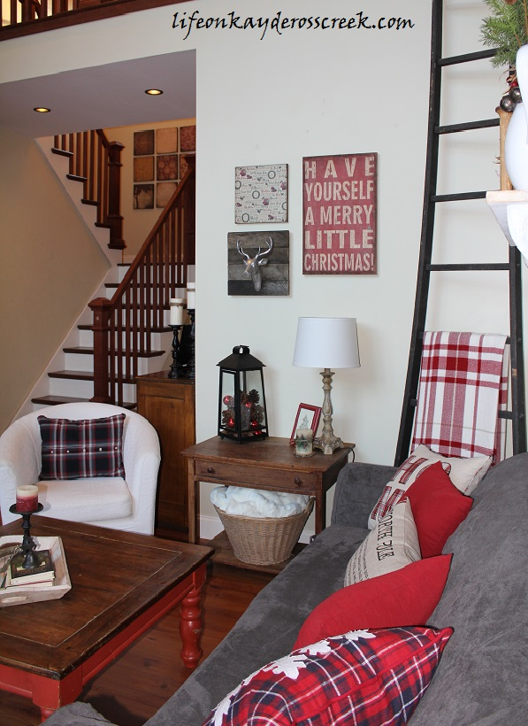 Family Room For Christmas - Holiday Home Tour - Life on Kaydeross Creek