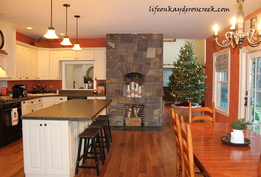 Bringing Christmas Home Tour 2015 – Kitchen