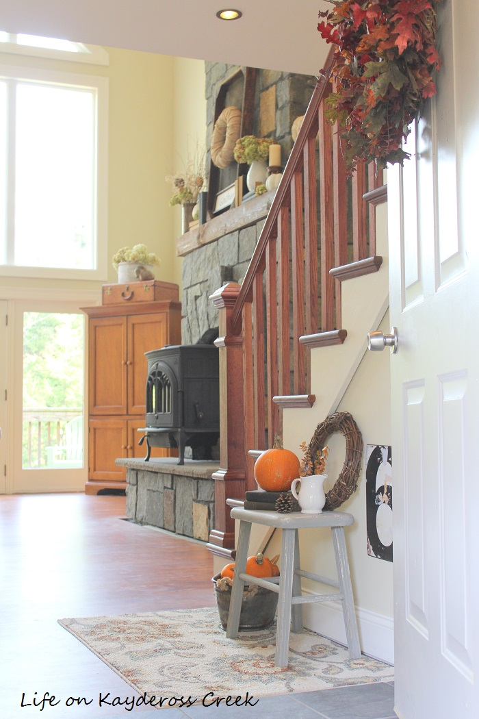 Farmhouse Fall Home Tour Entryway - Natural Elements and texture create a warm space - Life on Kaydeross Creek