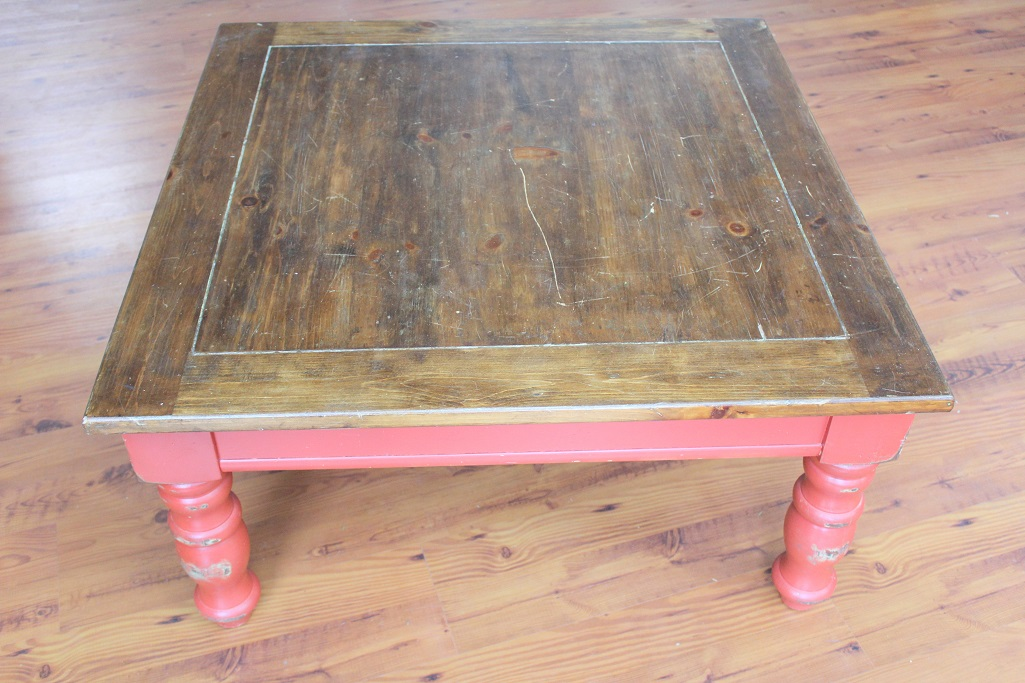 Rustic Coffee Table Makeover - table before - Life on Kaydeross Creek