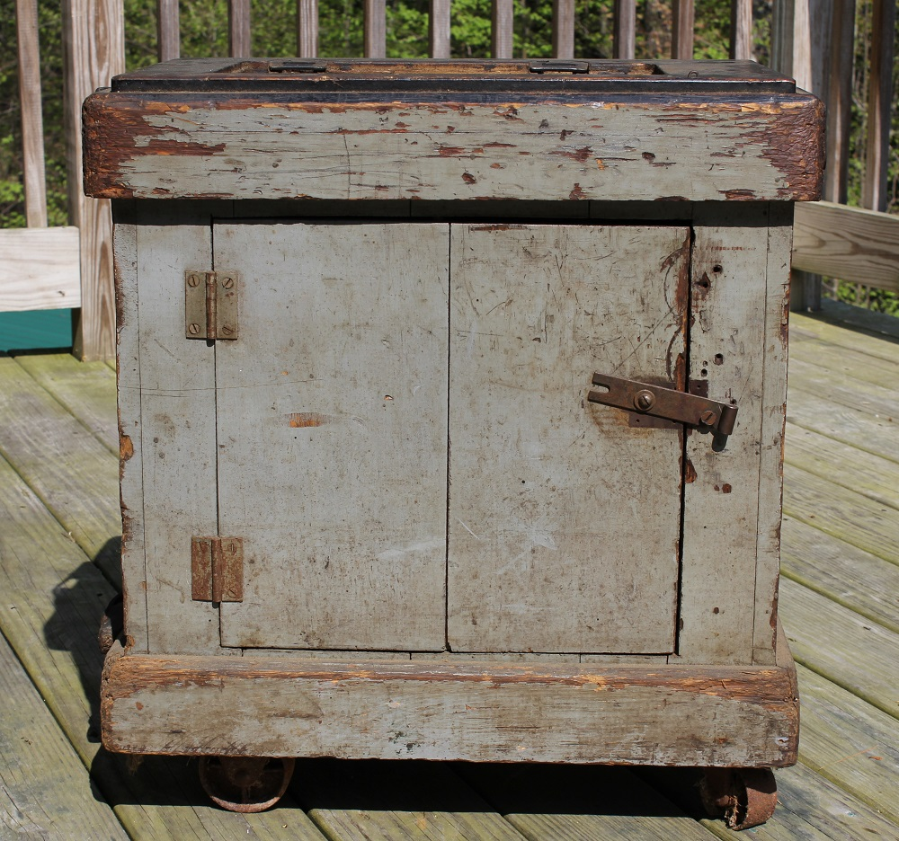 Antique Sewing table - upcycle challenge - Life on Kaydeross Creek