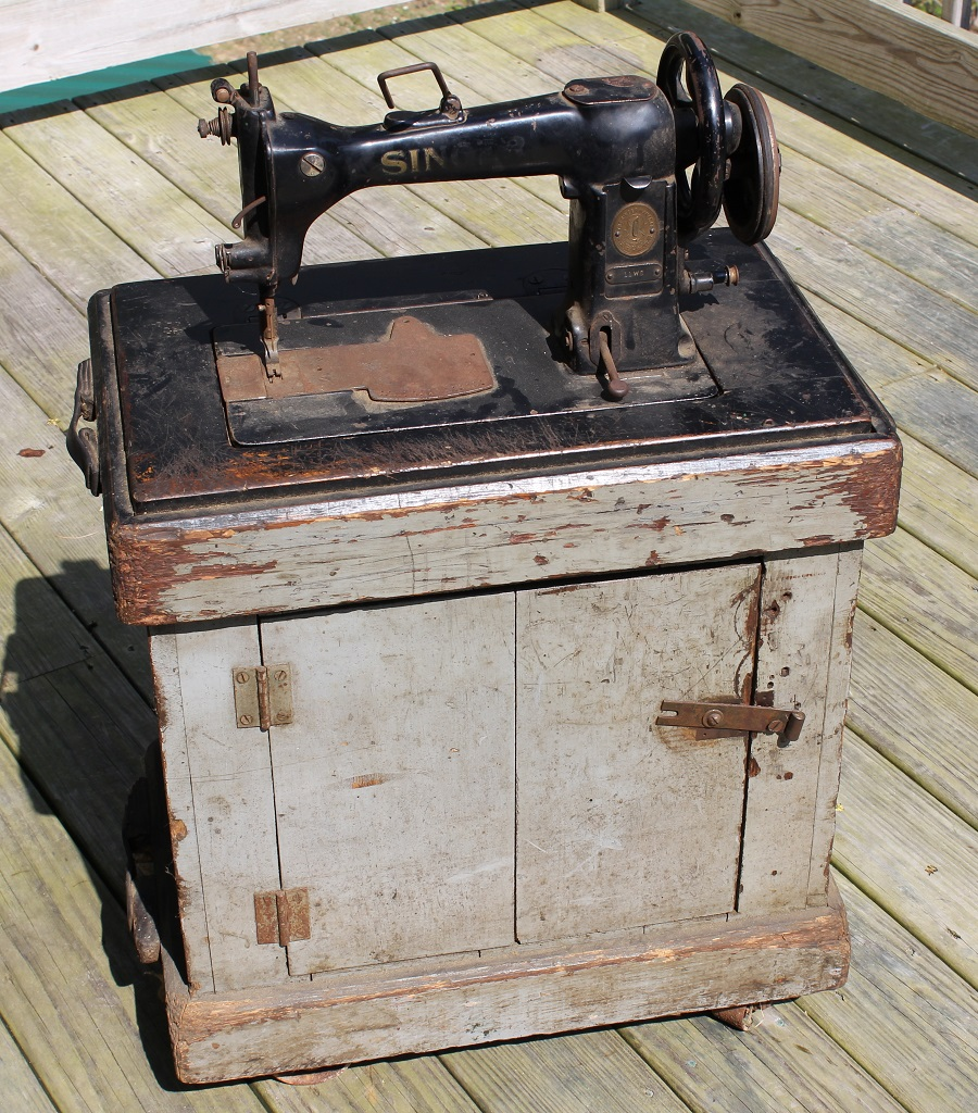 Antique Sewing Machine Makeover - thrift store upcycle challenge Life on Kaydeross Creek