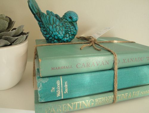 Easy ways to decorate with vintage books