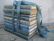 Easy ways to decorate with vintage books - Life on Kaydeross Creek