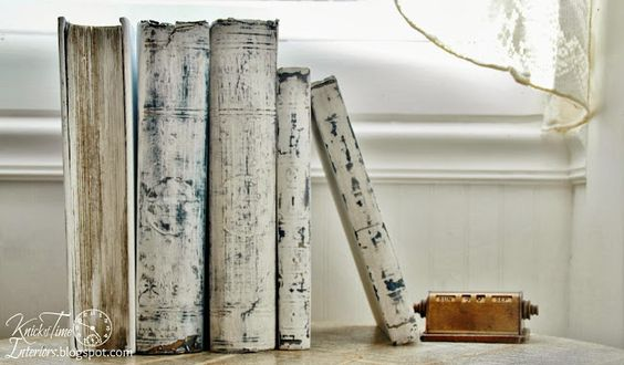 5 easy ways to upcycle and decorate with vintage books - Life on Kaydeross Creek