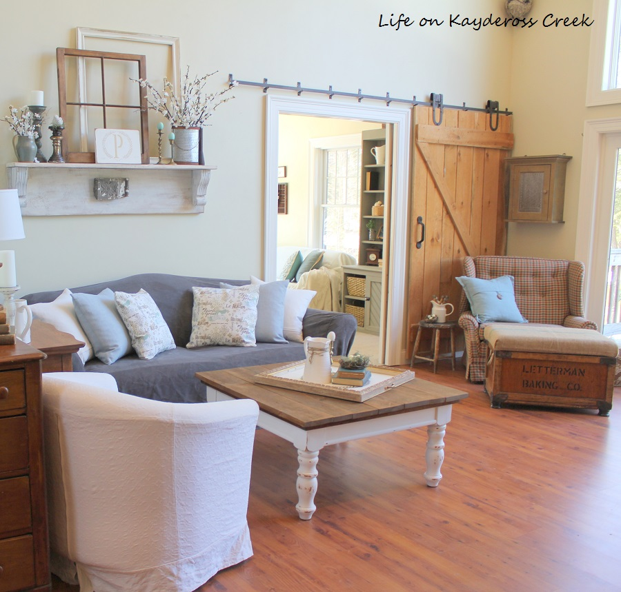 Farmhouse - Spring Home Tour 2017 - Family Room Vignette - Life on Kaydeross Creek