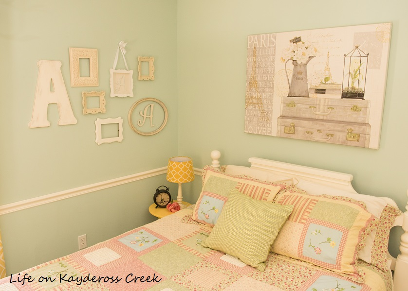How to Create a Gallery Wall on a Budget - Life on Kaydeross Creek