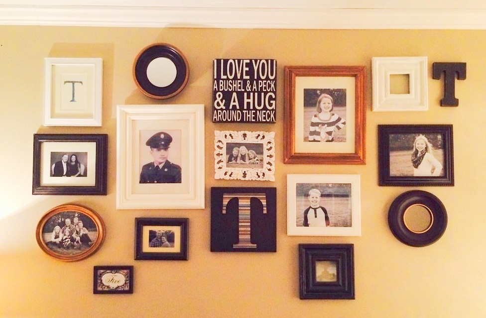 How to create a gallery wall on a budget - mix different sizes, colors and shapes for added charachter - Life on Kaydeross Creek