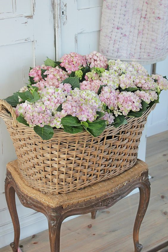 Creative Ways to display flowers - baskets - Life on Kaydeross Creek