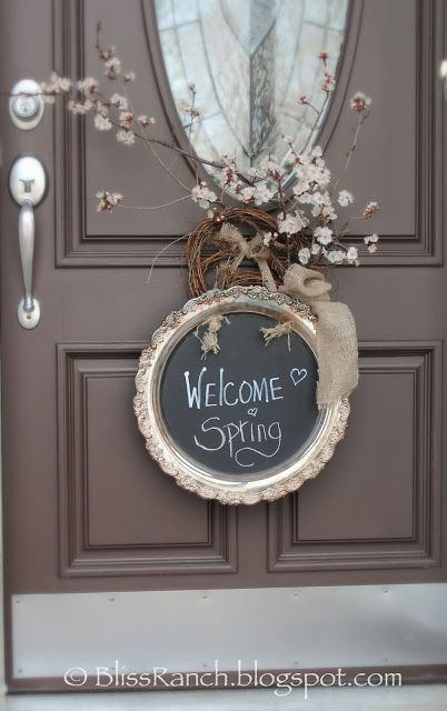 20 Alternatives to Wreaths for Fall and Winter - Round silver tray welcome sign - Life on Kaydeross Creek