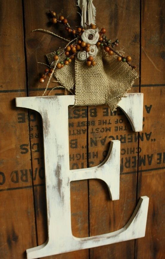 20 Alternatives to Wreath for Fall and Winter - White wooden letter wreath - Life on Kaydeross Creek