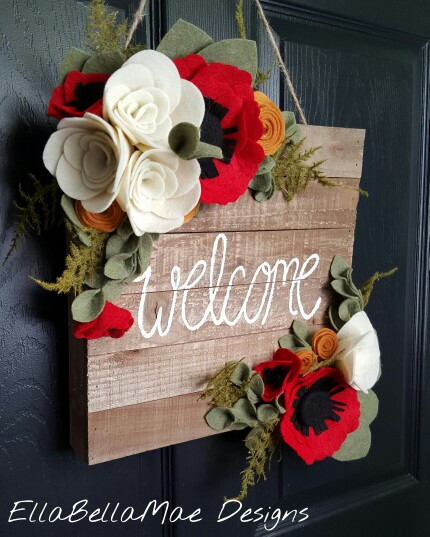 20 Alternatives to Wreaths - Wooden sign wreath - Life on Kaydeross Creek