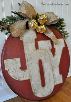 20 Alternatives to Wreaths - painted wooden slice wreath - Life on Kaydeross Creek