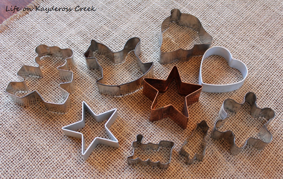3 Easy DIY Christmas Decor Projects Using Spray Paint - Original cookie cutters - Life on Kaydeross Creek