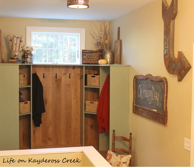 How to make a unique farmhouse chalkboard - Mudroom decor - Life on Kaydeross Creek