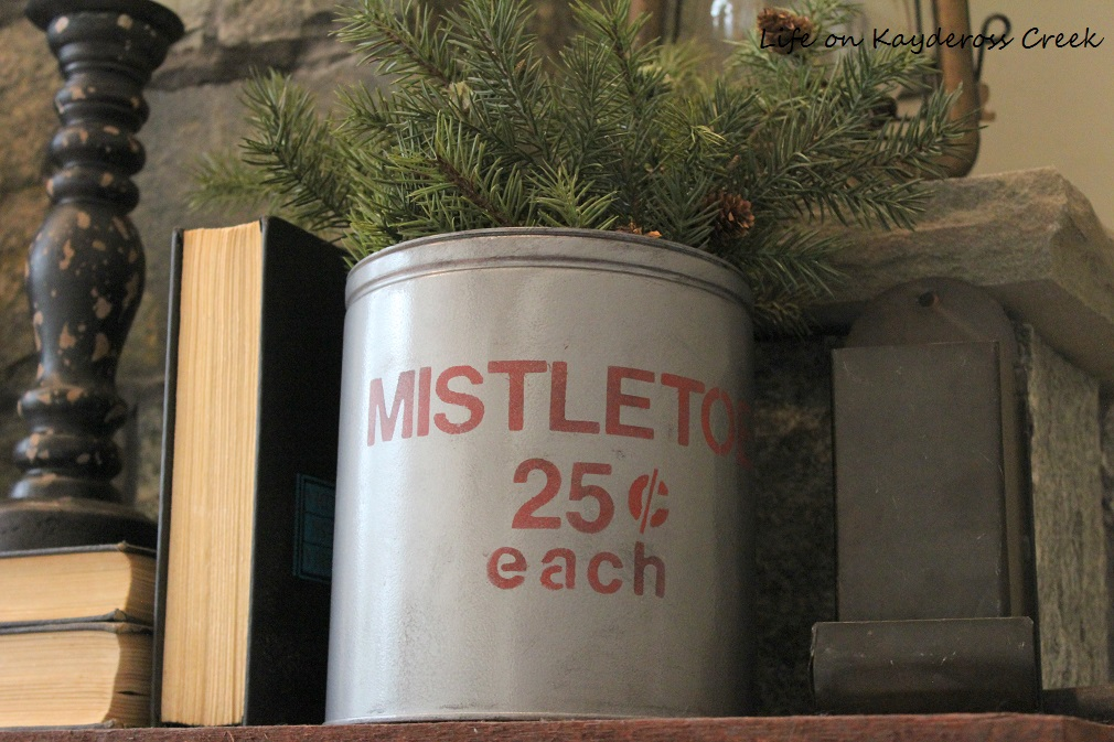 3 Easy DIY Christmas Decor Projects - Christmas Mistletoe Tin - Life on Kaydeross Creek