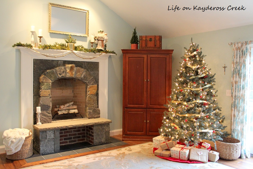 Christmas Tree Blog Hop - Master Bedroom - Christmas Tree inspiration - Life on Kaydeross Creek