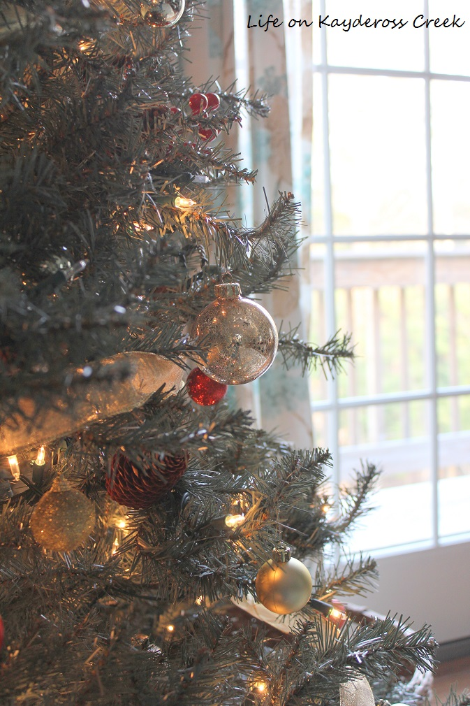Christmas Tree Blog Hop - Master Bedroom tree ornaments - Life on Kaydeross Creek