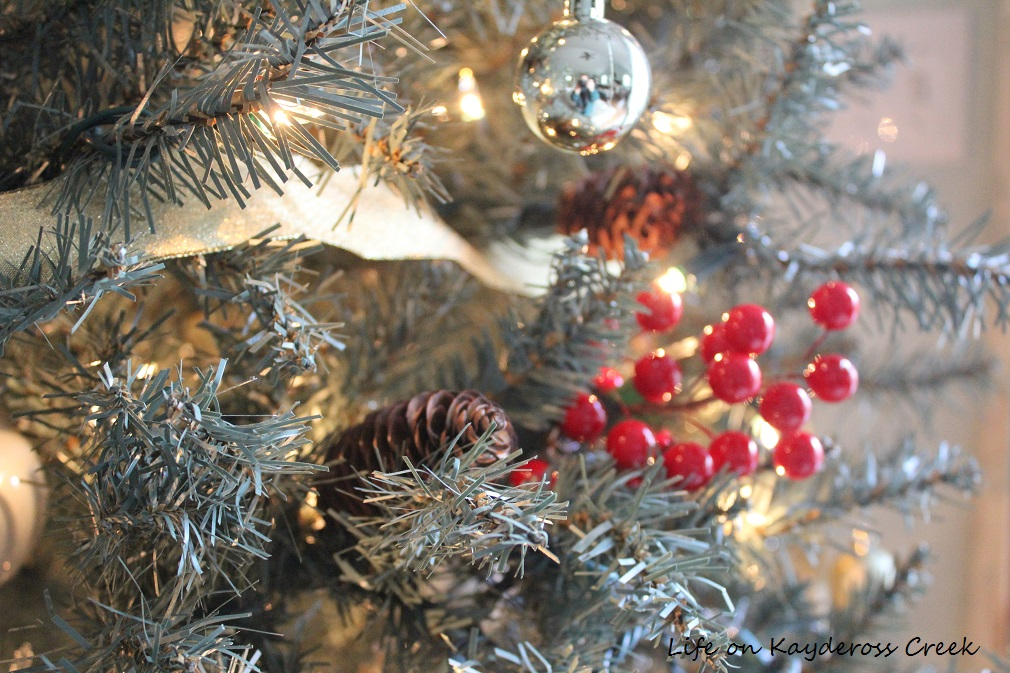 Christmas Tree Blog Hop - Master Bedroom tree with ribbon - Life on Kaydeross Creek