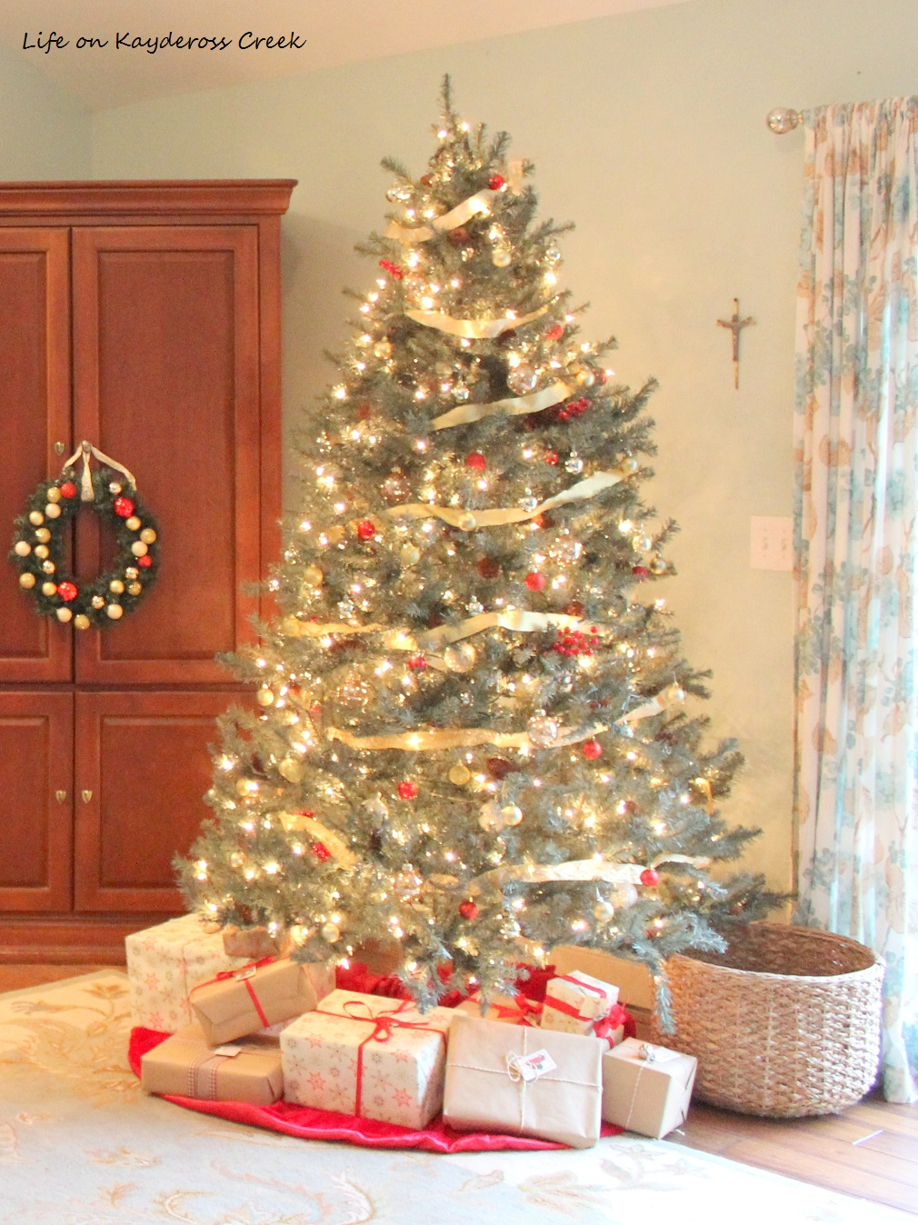 Christmas Tree Blog Hop - Tree Vignette - Master Bedroom - Life on Kaydeross Creek
